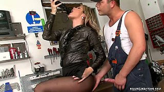 Sex greedy elegant mature hops on young sturdy penis in cowgirl style