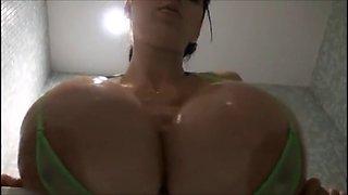 PBD green Bikini Bathroom