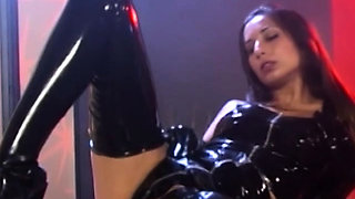Dyke succubus Tiffany Taylor toying and wanking in latex