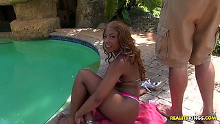 Jaw dropping ass show in the pool by one ebony chick