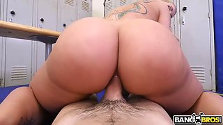 amazon ryan conner shakes her huge ass on tiny gym worker