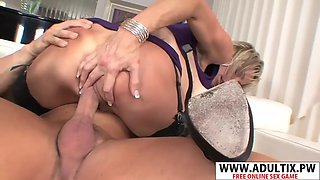 Perfect body mother jordan lynn gives handjob good touching stepson
