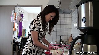 Japan housewife Maki Hojo gives a blowjob and gets her pussy creampied