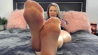 Cougar pantyhose feet 1