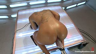 Leilani Leeane doesn't mind to be double penetrated by a fucking machine