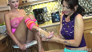 Joslyn James and Zoey enjoy exploring each other's bodies