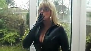 Fabulous Amateur record with Smoking, Solo scenes