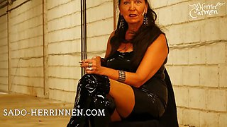 Smoking latex mistress is looking for personal ashtray