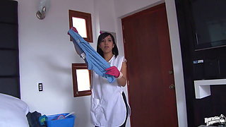 Colombian maid Ariana Fuentes close up fuck and facial