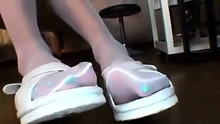 Ravishing Oriental girl in pantyhose flaunts her sexy feet