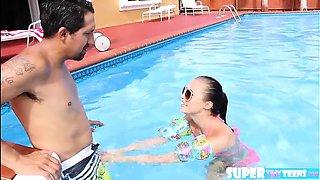 Babe in bikini Carolina fucks instructor