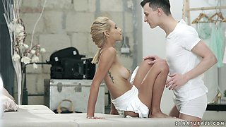 Pretty Veronica Leal knows exactly what a horny guy likes the most