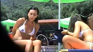 Beach voyeur finds two attractive girls enjoying the sun