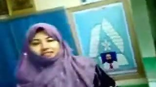 Pak Hijab School Girl Kissing And Showing Her Nice Tits To Lover