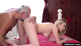 Koko Amaris play strippoker with old guy