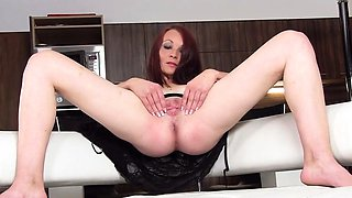 Foxy czech girl gapes her yummy cunt to the extreme