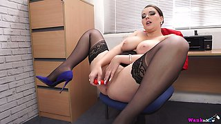 Well stacked secretary Cherry Blush is fucking herself in the office