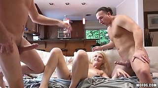 College sluts indulging in a very sloppy foursome fuck
