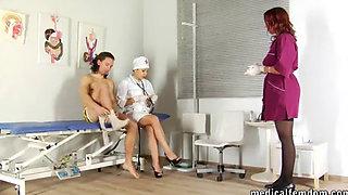 Медицинский осмотр со сдачей спермы ‒ medicalfemdom cfnm handjob cumshot