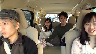 Naughty Japanese babe spreads her legs to get pussy fingered in a car