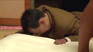 Pouse japonaise force devant son mari par 4 mecs (full: shortina.comqh33t)