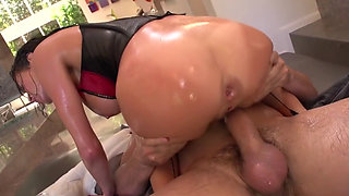 Squirting anal whore