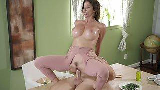 Top mom shows her son proper hardcore sex