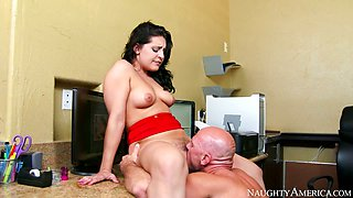 Stunning brunette chick Gracie Glam gets her muff nailed and licked