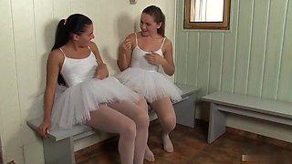 Beautiful sexy girls fuck in bath