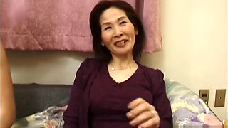 Mature Asian housewife sucking and fucking
