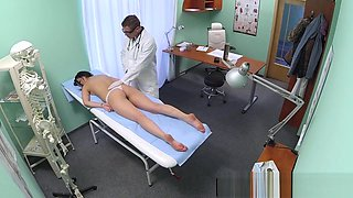 Euro babe toelicked and fingered by doctor