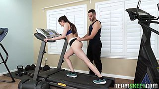 Sporty jogger Kyra Rose gives her coach awesome titjob in the gym