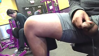 Guy flashing latina woman in the gym