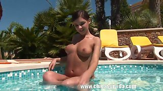 Henessy nice playing with her pussy at the pool