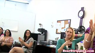 Office CFNM amateur blows dick with passion