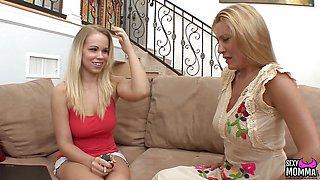 SEXYMOMMA Lesbian Britney licking pussy